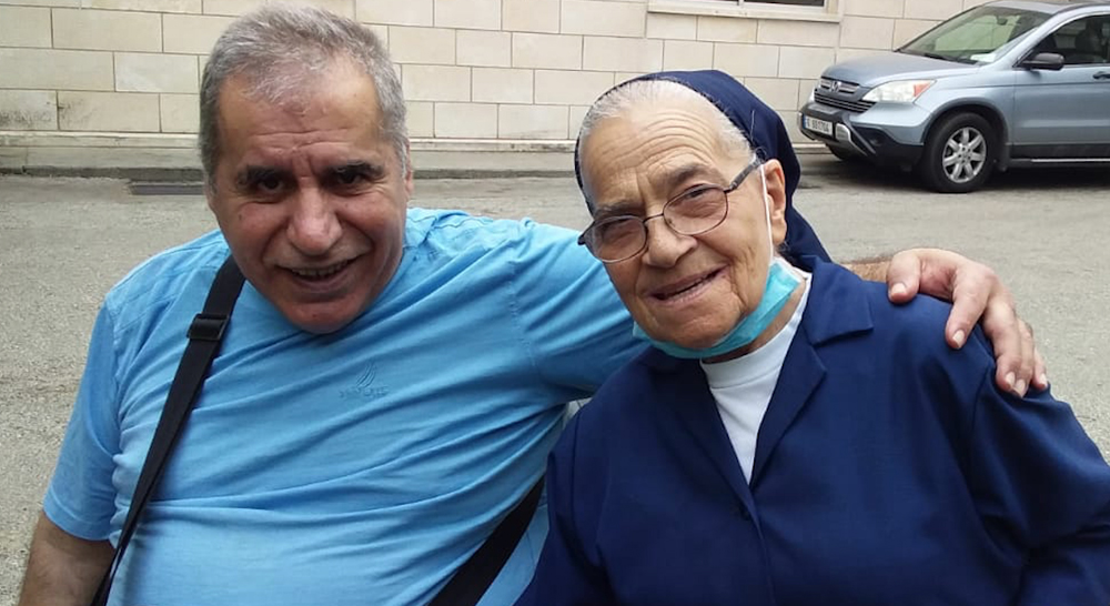 Sister Antoinette, of the Sisters of Charity, visited some time ago Elias Zaynoun, wounded of war, in the center of Beit Chabeb